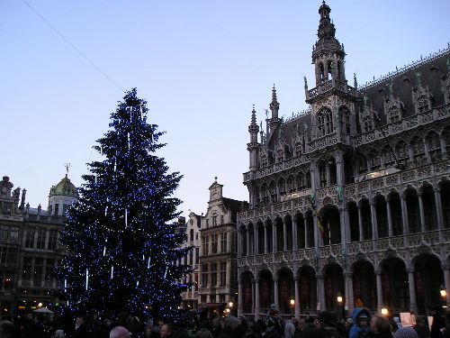 Christmas tree Grand Place, Brussels, Belgium by Karen V Bryan, via Flickr. Our best of Brussels tips: http://www.europealacarte.co.uk/blog/2011/07/21/things-to-do-brussels/