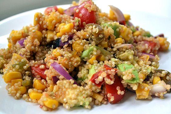 Mexicaanse quinoasalade    quinoa, cherrytomaatjes, rode ui, blikje mais, avocado, gegrilde rode paprika, citroensap, peper en zout, eventueel gesneden jalapeños naar smaak