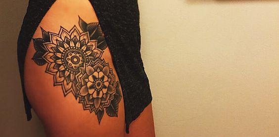 Mandala hip tattoo inkt