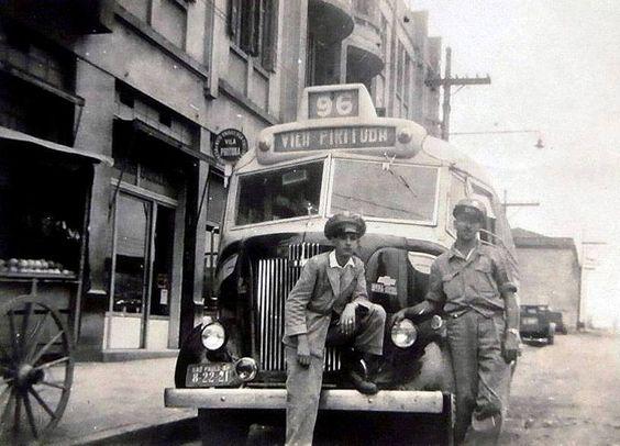 Década de 40 - Ônibus Vila Pirituba na Rua John Harrison ao lado da Estação Ferroviária da Lapa.