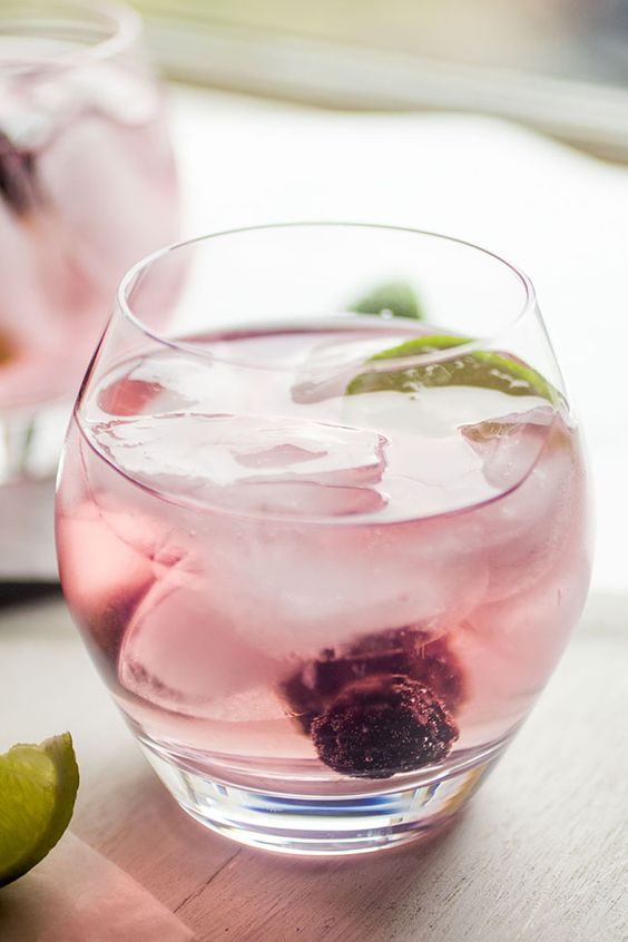 Check out blackberry vodka tonics it 39 s so easy to make for Easy cocktails with vodka
