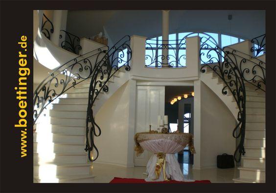 Doppel-Treppe mit schönem Geländer. Innenraumgestaltung durch die Böttinger Maler & Werbung GmbH & Co. KG in Blaubeuren (89143) | Maler.org