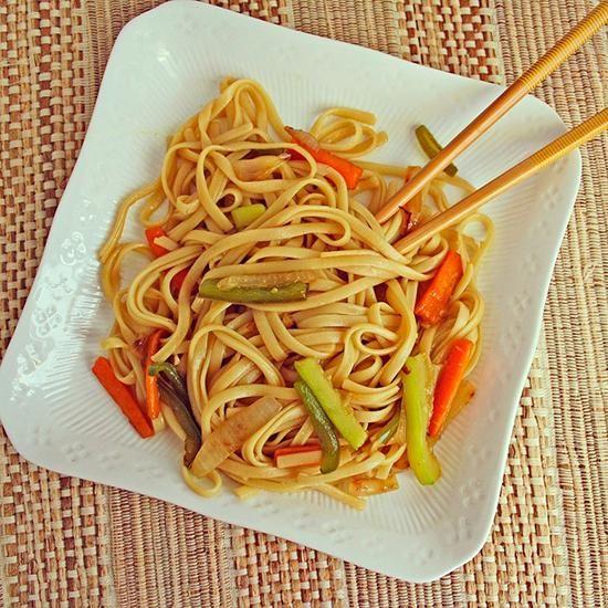 F cil y r pido de preparar tallarines con verduras y for Cocinar wok en casa