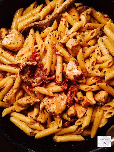 Penne au poulet, mozzarella et tomates confites - La recette en cliquant sur la photo