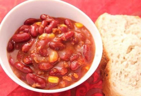 الفاصوليا الحمراء باللحمة المفروم والطماطم طبختنا اليوم هى فاصوليا حمراء معلبه باللحمة المفروم والطماطم لوجبة الغداء طريقة إعدادها سهلة Food Vegetables Beans