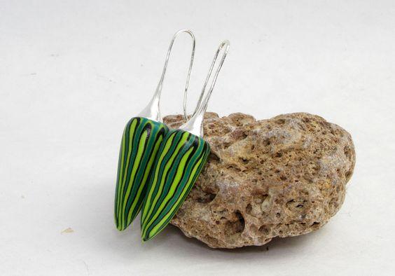 Designer Ohrringe grün Polymer Clay Ohrhänger Fimo von Künstler-Perlen und Schmuck aus Polymer clay und Fimo auf DaWanda.com