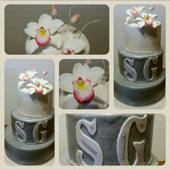 Modern und schlicht zur Silberhochzeit, mit Zuckerorchidee