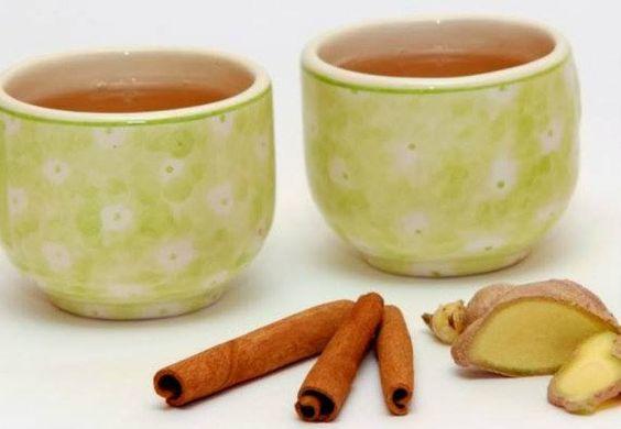 Chá de gengibre c/ canela. Gengibre é um poderoso antiinflamatório, tem ação bacteriana, desintoxicante e atua diretamente no sistema digestivo, sendo bastante útil p/ evitar enjoos e náuseas, a canela é uma especiaria termogênica, que acelera o metabolismo, auxiliando no tratamento de perda de peso e controle da glicemia. Ingredientes: 1 xíc ( chá) de água 1 colh (sopa) de gengibre ralado 1 pedaço de canela em pau 1 rodela fina de limão Ferver todos os ingredientes 5 min. coe e sirva