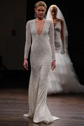 Naeem Khan se centró en diseños sensuales que resaltan la silueta femenina. - Getty Images