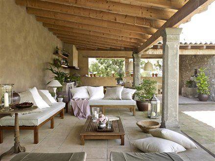 Me gusta todo. Mirar detalle de plantas, velas, etc... y el piso. El Mueble.