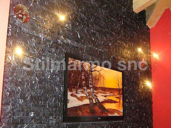 Camera da letto rivestita in spaccatello di marmo nero marquina ...