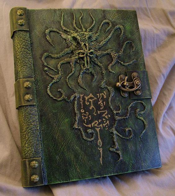El Necronomicón,un libro salido de los infiernos B14e41b14144b30c482f8baac37ee28a