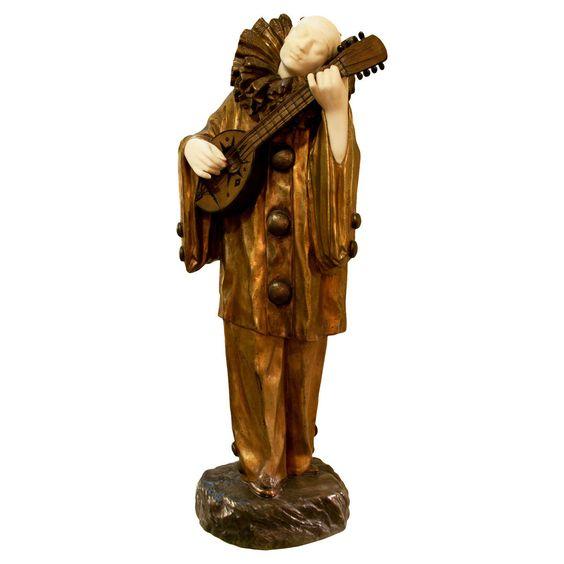 """Demetre Chiparus """"Palhaço que toca a guitarra"""" em mármore e Gilt Bronze"""