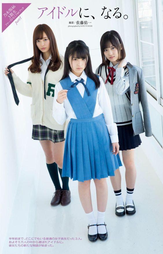 メンバーと三人で立っているチェックのスカートをはいた梅澤美波の画像