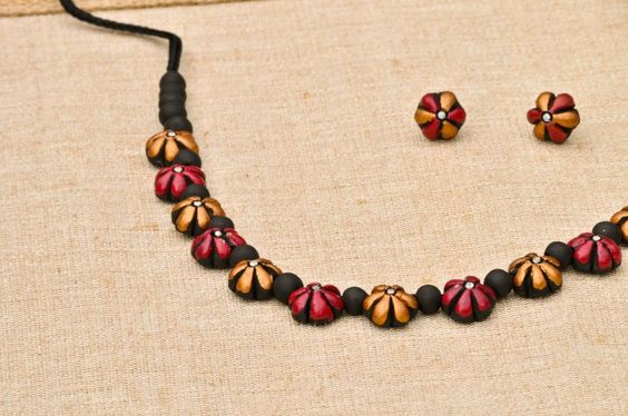 Elegant and neat terracotta necklace