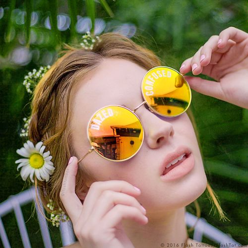 DIY cuteness alert- get the new 'Dreamer' sunnies from Flash Tattoos. Set includes a pair of metallic gold sunglasses with round mirrored lenses, 8 lens tattoos in four free spirited inspired designs, 4 remover wipes + ultra soft fabric sleeve.  #FLASHTATSUNNIES @FlashTattoos