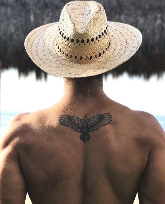 40 Diseos De Tatuajes Pequeos Para Hombres Con Significados Profundos Hombres Peq Tatuaje Pequeno Para Hombre Pequenos Disenos De Tatuajes Tatuajes Chiquitos