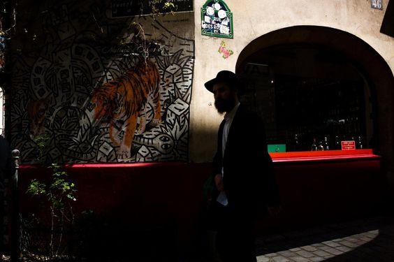 #paris #photography Rue des Rosiers Paris https://t.co/lklm4xPzw3 https://t.co/9vE77aGjCp http://ift.tt/1X1uPlZ