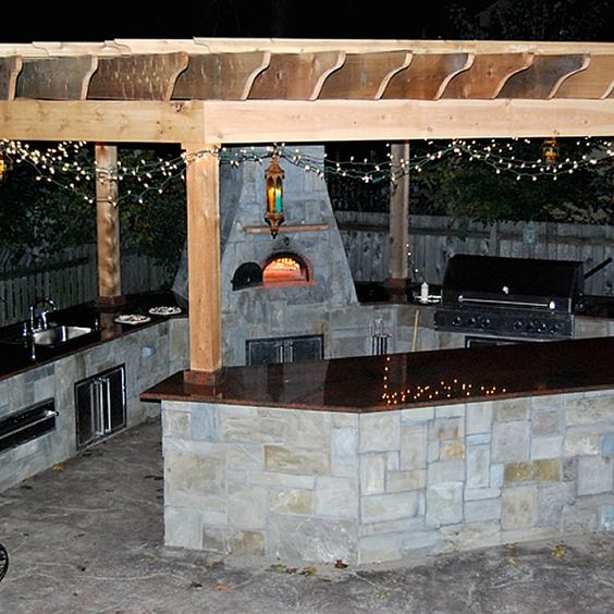 Custom outdoor kitchen with an outdoor pizza oven for Custom outdoor bbq kitchens