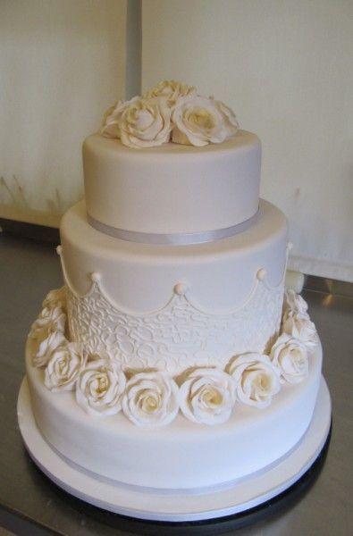 round roses wedding cake