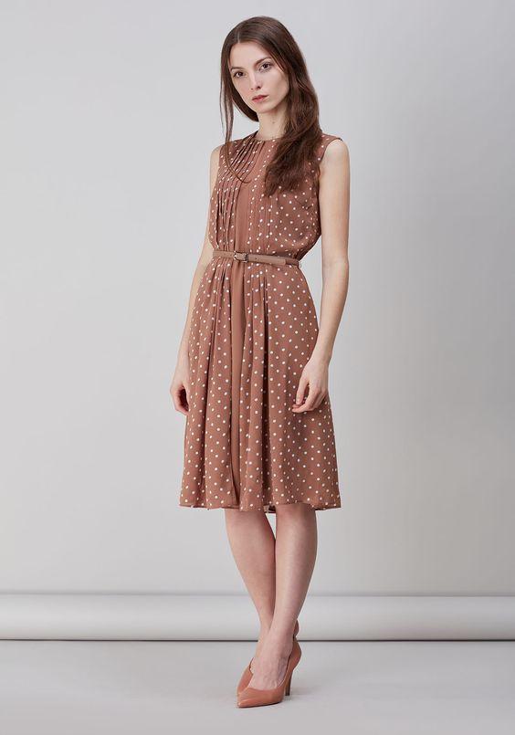 Платье - бежевый цвет. Состав: 100% полиэстер. Цена 3 699 руб. Купить с доставкой по России в интернет-магазине Zarina