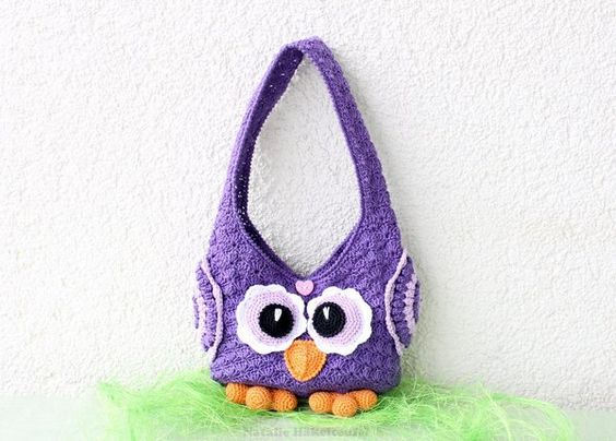 """The extensively illustrated crochet pattern to crochet children´s bag """"Owl"""". Following knowledge should be present: Crochet chain, Slip stitch, Single crochet, half double crochet, Double crochet, Front post double crochet, back post double crochet,"""