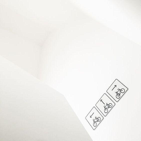 ...frische Luft. #frischeluft #durchlüften #nachderhitze #heutewiederohnesonne #imgewohntengrau  #montagmorgen #3schulkinder #mumof3 #instamom #whitehome #allwhite #diy #schilder #schwarzweiss #simple #pure
