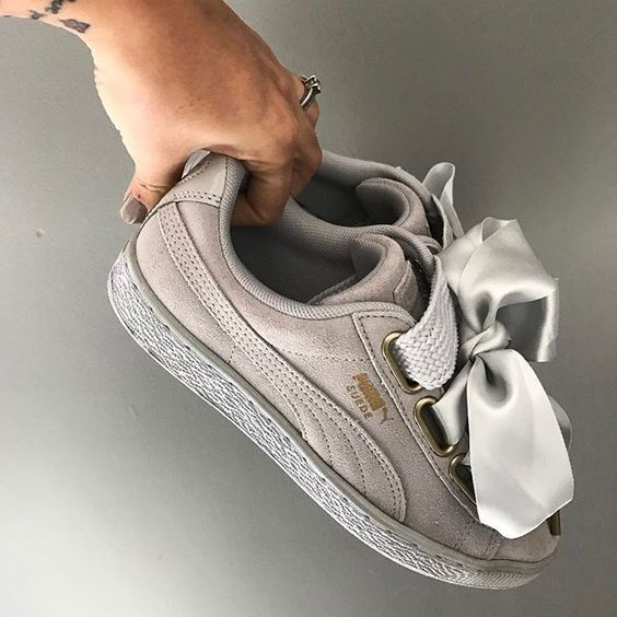 HEART 🖤 Les petites nouvelles offertes par mon chéri 🙈 #puma #pumasuede #pumaheart #grey #sneakers #sneakersaddict #glitter #influencer #fashion #musthave #girly #girlythings #minimalmovement #girlsonmyfeet #girlsonfire #yesfootwear:
