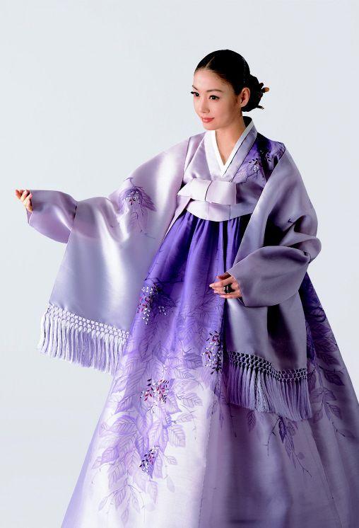 .beautiful lavender Hanbok.