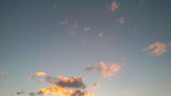 Le nuvole di ieri lasciano oro nel cielo di domani