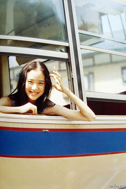 バスに乗る蒼井優