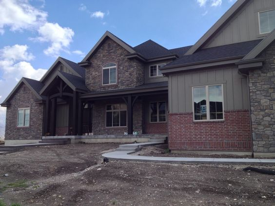 Brick homes with stone accents using brick stone on for Brick houses with stone accents