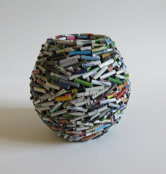 Vase handgemacht aus Altpapier Zeitung Reklame von fantasmaniaxx