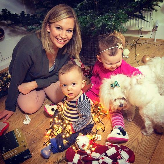 Christmas chaos  #sacconejolys #babysfirstchristmas #emiliaandeduardo #theothemaltese #maltesedogs #malteseofficial #maltesefamily #annasaccone #familytime