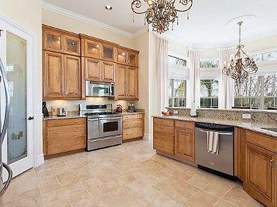 Ooooohhhweeeee, love this kitchen. big family vacation dinners!!!!!!!