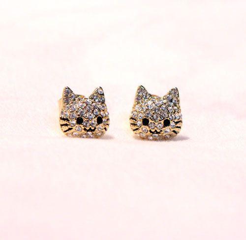 cat-style-stud-earring: