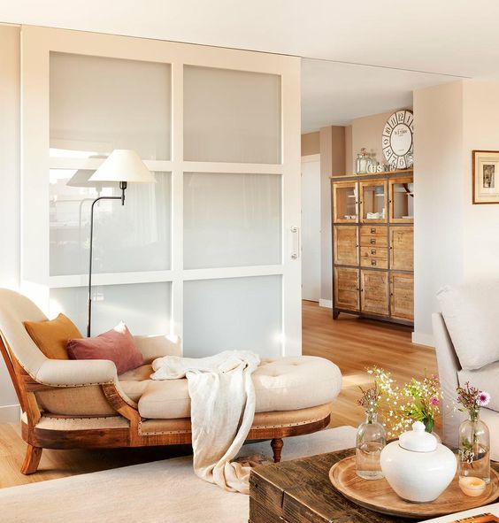 salon_con_puerta_corredera_y_chaiselongue_1221x1280