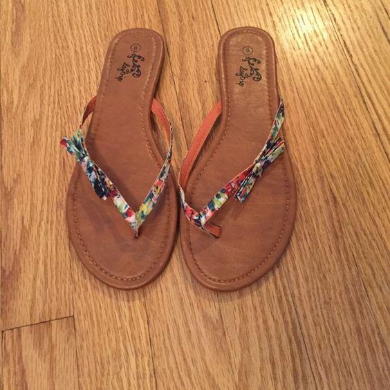 Floral flip flop Day trip flip flop never worn Daytrip Shoes Sandals