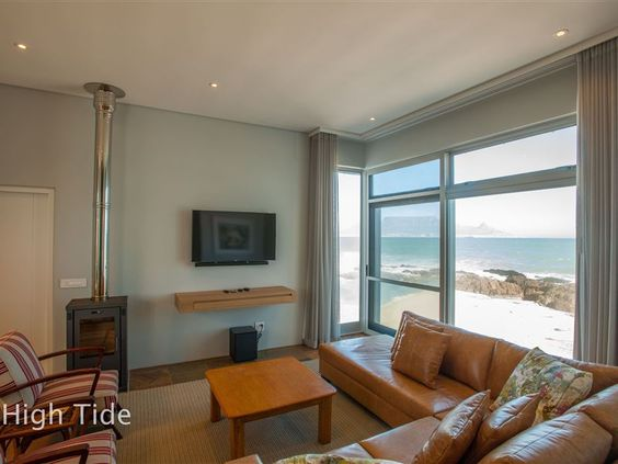 Bokkombaai Blouberg Beach House High Tide - Bokkombaai Tides is situated on the beach in the heart of Bloubergstrand with the sea lapping up to the front of the house. Your children are able to play safely on the sandy beach and also swim in the ... #weekendgetaways #bloubergstrand #southafrica
