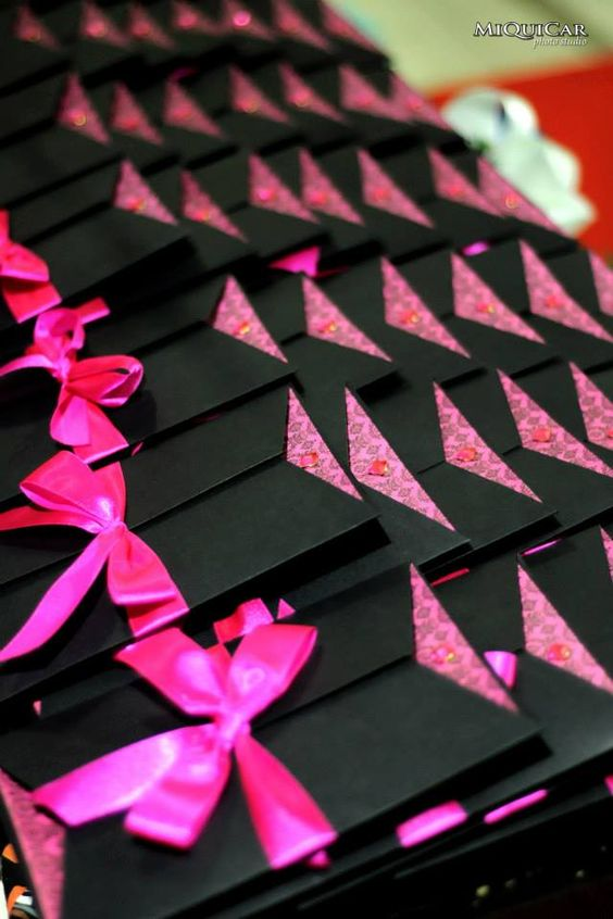 Cute pink bow-ties highlights the black covering