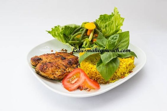 It provides energy and nutrients to keep the body and brain working through the afternoon. According to experts, lunch provides nourishment to the body and brain and reduces stress and eating lunch provides a break from the activities of the day and gives energy for the rest of the afternoon.