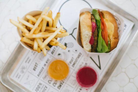 By CHLOE Classic Burger