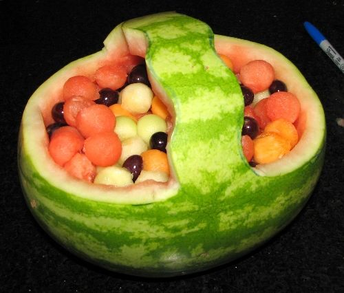 Wie man einen Obstkorb aus einer Wassermelone macht - wikiHow