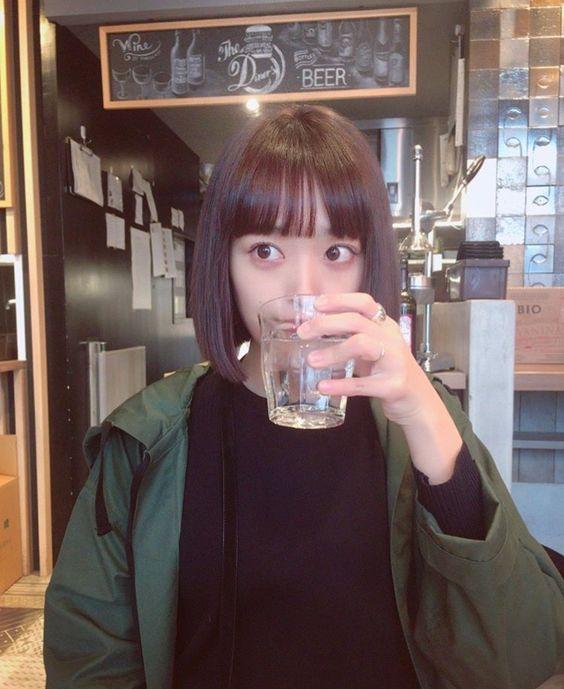 水を飲む近藤千尋