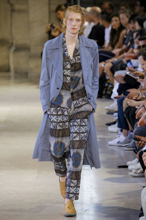 Kolor unveiled itsSpring/Summer 2017 collection during Paris Fashion Week.