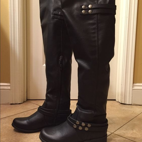 Ensley NWT boots size 5.5 NWT boots have a side zip closure Size 5.5 tag attached no flaw Ensley Shoes Over the Knee Boots