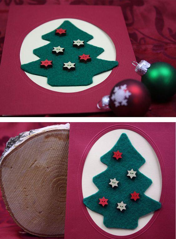 Weihnachtskarte mit Filz-Tannenbaum und dekorativen Holzknöpfen basteln! https://www.deindiy.de/weihnachtskarte/ #deindiy #diy #basteln #weihnachtskarte