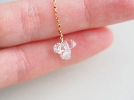ハーキマーダイヤモンドと呼ばれる透明度が高く、輝きのとても強い石のピアスです。ハーキマーダイヤモンドとは、ニューヨーク州ハーキマー鉱山で産出される特別なクォ...|ハンドメイド、手作り、手仕事品の通販・販売・購入ならCreema。
