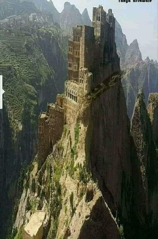 حصن جبل شقروف اليمن صنعاء حراز أعظم من برج إيفل لكنه لم يجد من يمجده انظروا إلى عظمة الانسان اليمني Natural Landmarks Abandoned Places Monument Valley