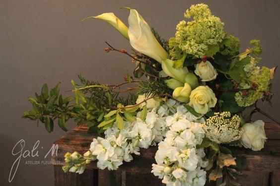 Bouquet vert et blanc. Girofflées, viburnums, arums, ... Gali M www.gali-m.fr